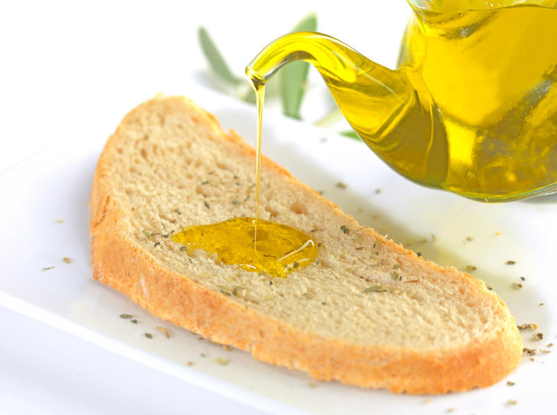 Infarctus : de l'huile d'olive sur du pain réduirait le risque en 6 semaines