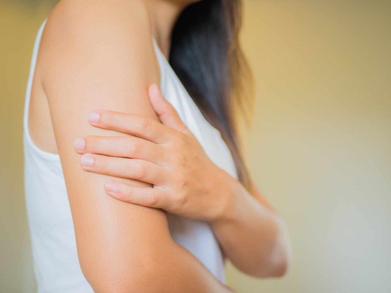 """[Réponse d'expert] """"J'ai mal à l'épaule 2 semaines après le vaccin Covid, est-ce normal ?"""""""