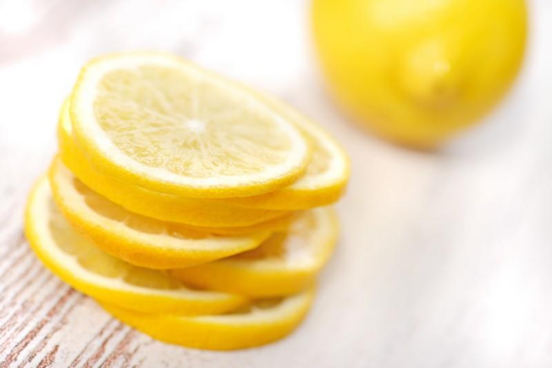 Boire un verre d'eau avec du citron tous les matins | Medisite
