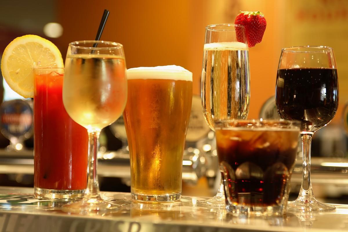 les boissons alcoolis es toxiques pour le foie les pires aliments pour le foie medisite. Black Bedroom Furniture Sets. Home Design Ideas