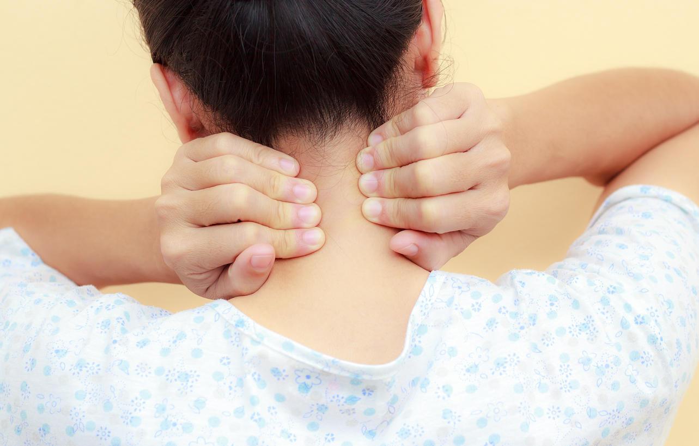 une boule au niveau du cou cancer de la gorge et m tastases les sympt mes d 39 alerte medisite. Black Bedroom Furniture Sets. Home Design Ideas