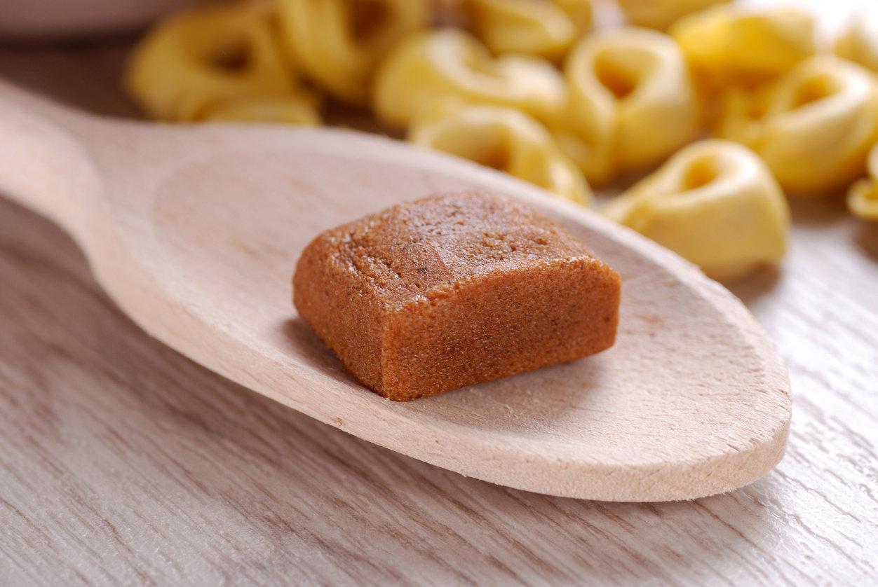 """Alerte ! Le """"Bouillon Knorr aux herbes et à l'huile d'olive"""" serait mensonger. Il contiendrait en réalité très peu d'huile d'olive et..."""