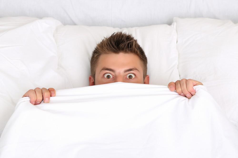 messieurs voici pourquoi vous avez raison de dormir nu medisite. Black Bedroom Furniture Sets. Home Design Ideas