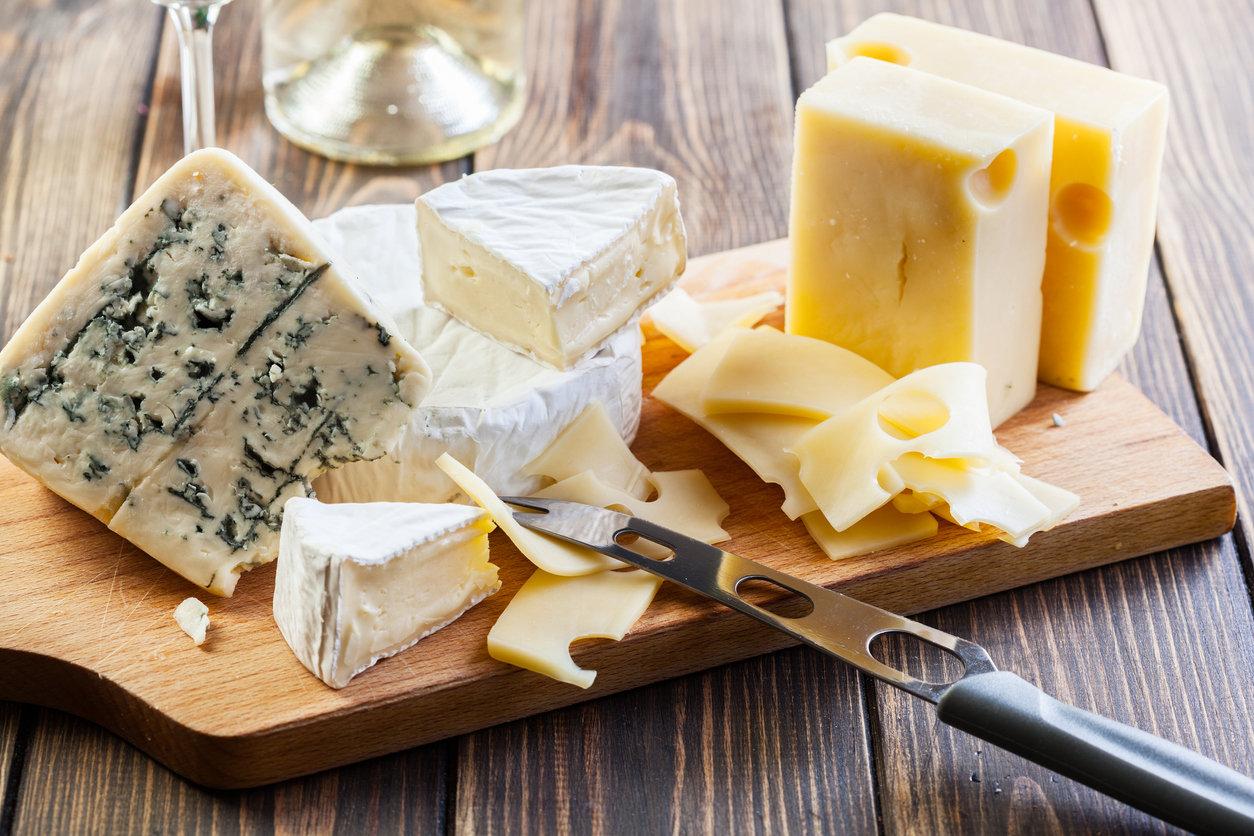 """Cancer du sein : bientôt une """"étiquette d'avertissement"""" sur le fromage ?"""
