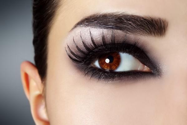 Comment maquiller des yeux marron medisite - Yeux bleu fonce ...