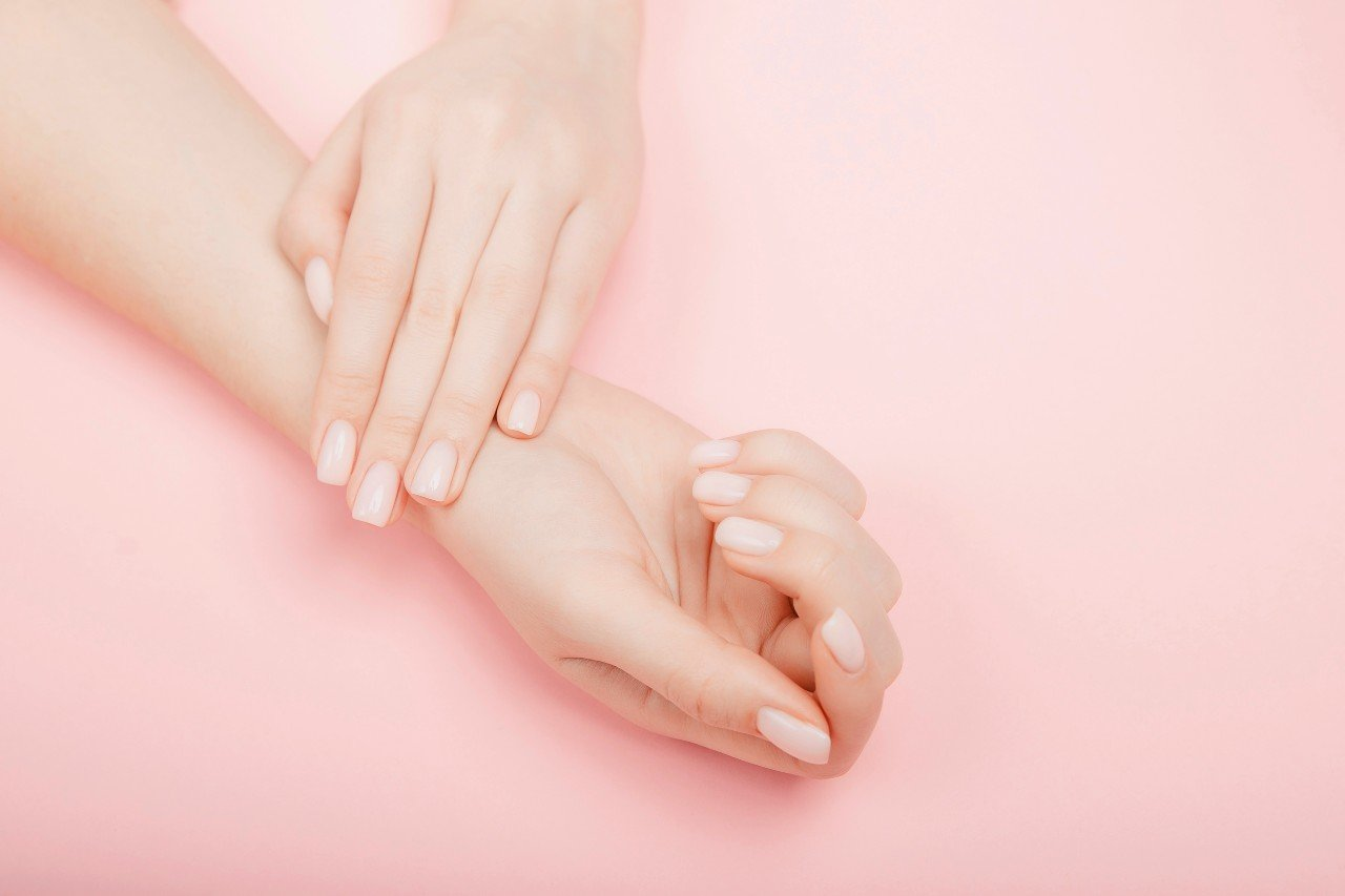 plusieurs signes peuvent apparaitre sur vos ongles