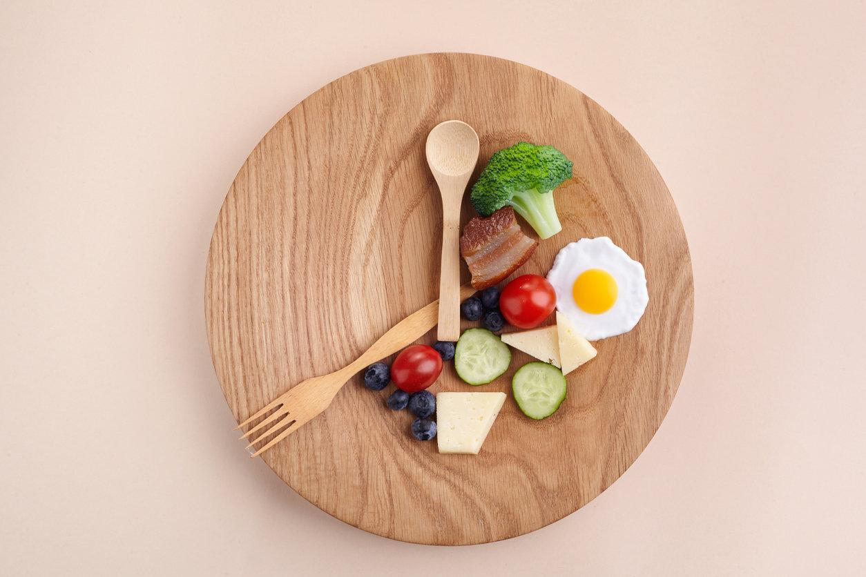 À quelle heure faut-il manger pour maigrir, selon l'heure de votre coucher ?