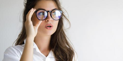 plus récent 96e8c 6a242 Vision : 3 symptômes qui montrent que vos lunettes sont trop ...