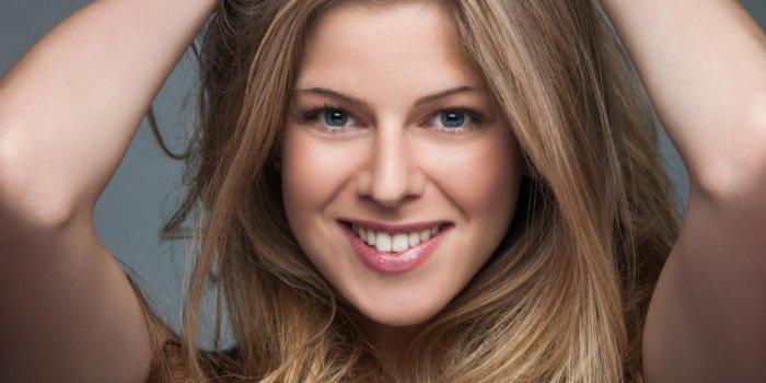 Chute De Cheveux Chez Une Femme Jeune Les Causes