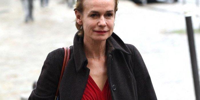 Sandrine Bonnaire brisée par la violence conjugale : triple fracture de la mâchoire et 8 dents cassées