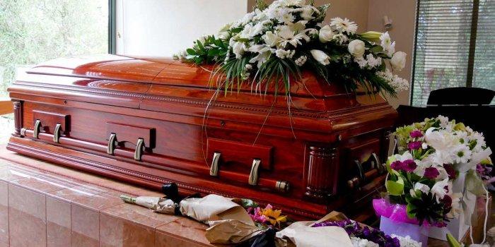 Le respect dû aux morts se perd au Québec et ailleurs dans le monde... - Page 5 6755040-inline