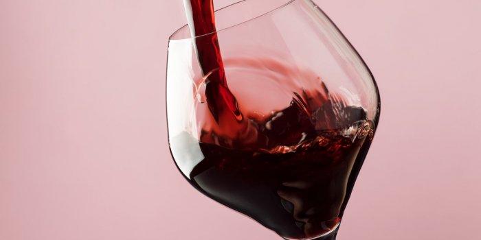 """""""Le goût étrange du vin"""" a été le premier symptôme de crise cardiaque de cette femme !"""