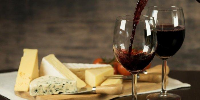 Fromage, vin rouge... Ces 5 aliments festifs qui peuvent retarder Alzheimer