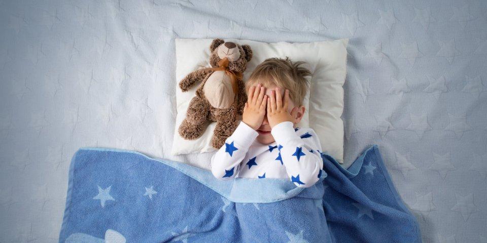 Énurésie nocturne (pipi au lit) : définition, causes, traitements