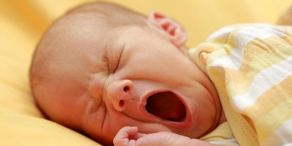 Acné du nourrisson : traitements, durée, que faire si bébé a des boutons ?