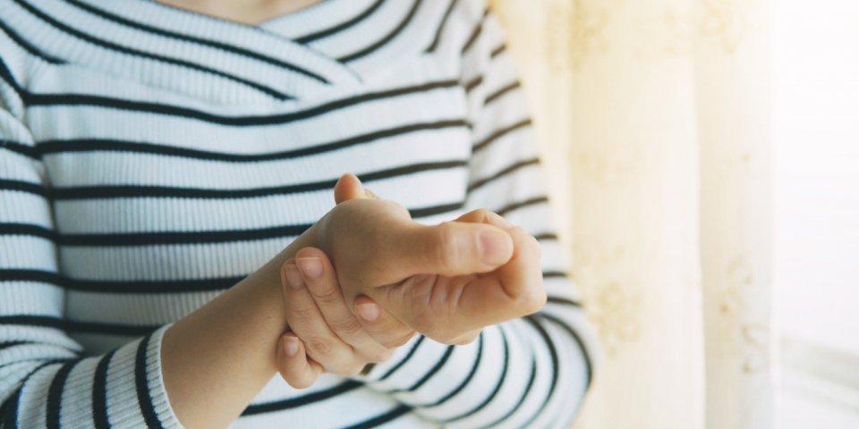 Arthrite septique, rhumatoïde, psoriasique : symptômes, comment les soigner ?
