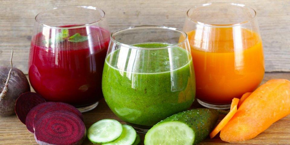 jus frais assortis de fruits et légumes