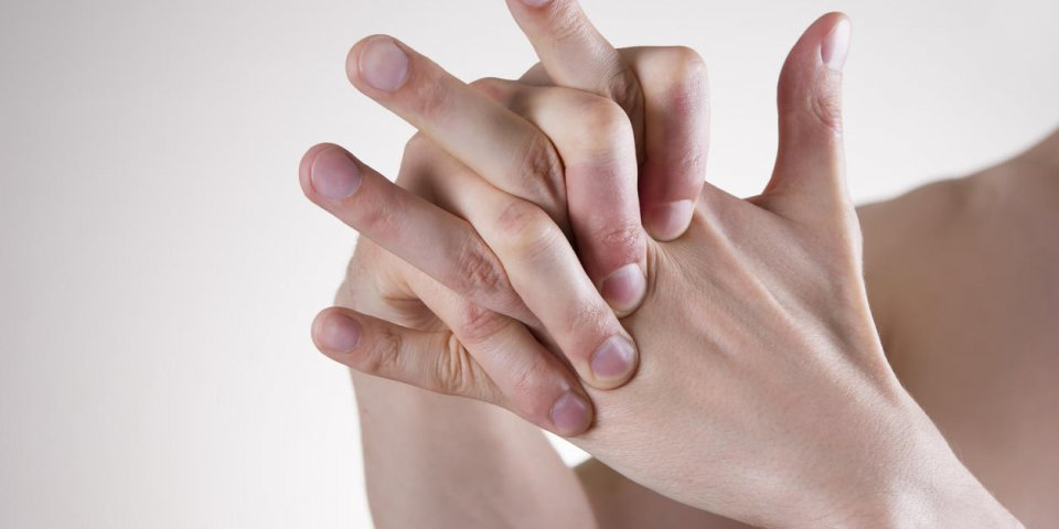 hand massage pain in the finger joints arthralgia