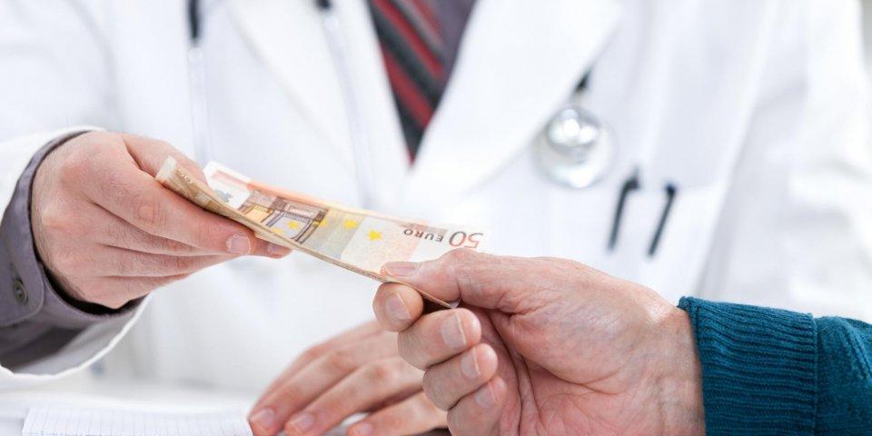 Ces interventions qui peuvent coûter plus cher à l'hôpital qu'en clinique