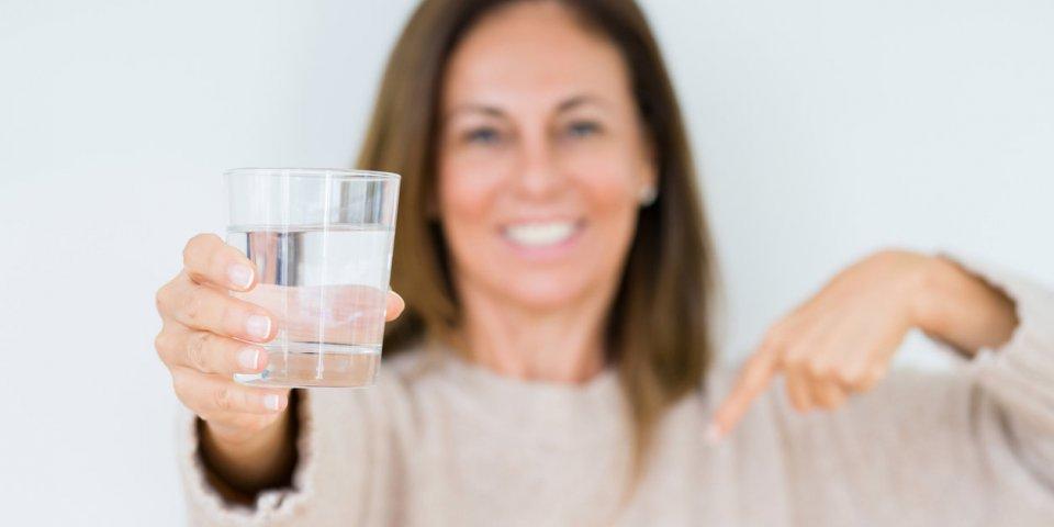 Quelle eau boire après 50 ans ?