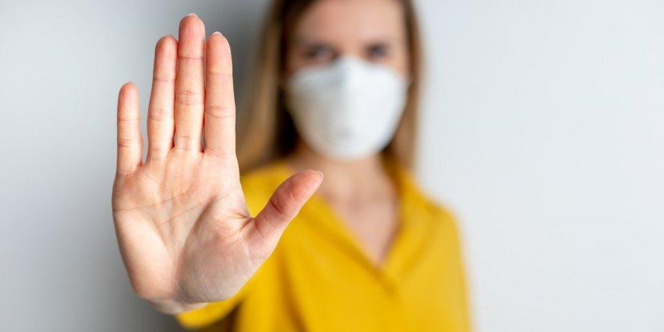 Coronavirus : des médecins et associations de santé réclament un isolement strict des malades à Macron