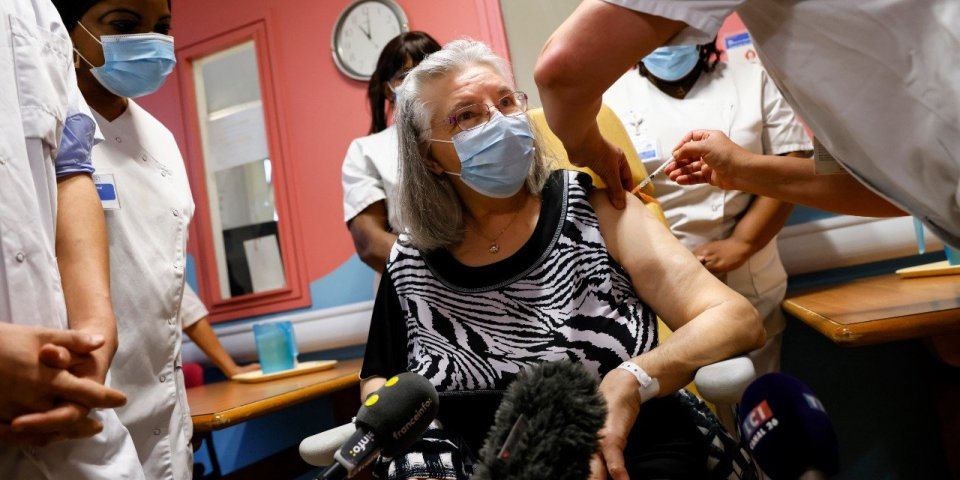 Coronavirus : qui est Mauricette, la première vaccinée de France à 78 ans ?