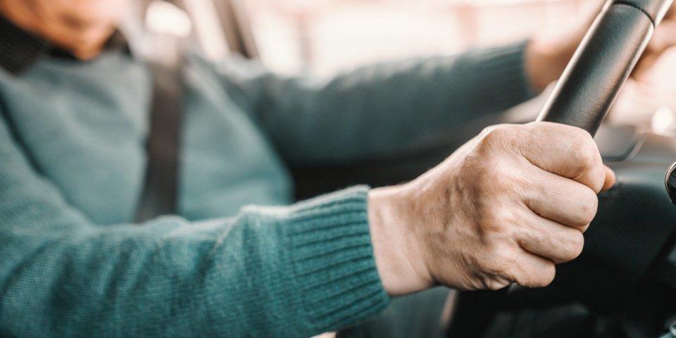 Alzheimer : votre manière de conduire peut révéler si vous risquez la démence