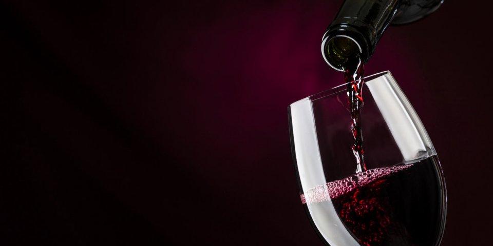 Covid-19 : faut-il arrêter de boire de l'alcool ?