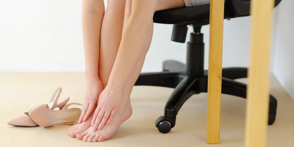 massage de bureau douleur au pied de talons hauts fatigue et relaxation