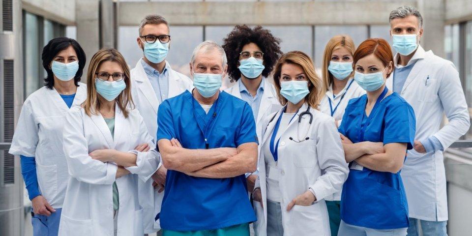 Non, les soignants qui vivent dans votre immeuble ne vont pas vous contaminer !