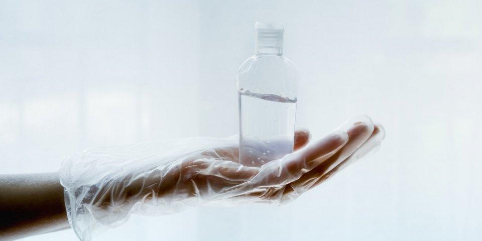 Gel hydroalcoolique : quelques gouttes suffisent à causer de graves lésions oculaires
