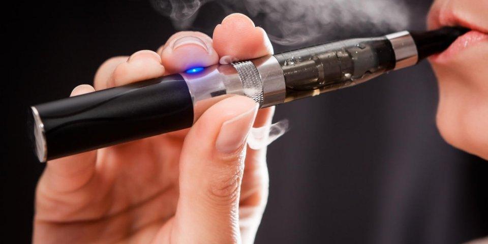 Cigarettes électroniques : les liquides aromatisés peuvent endommager votre cœur