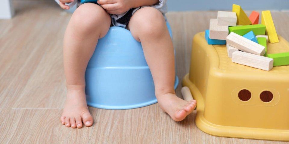Mucus dans les selles de bébé : 3 causes possibles
