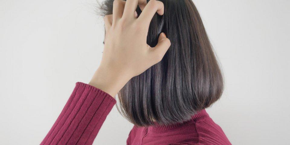 Allergie au shampoing ou psoriasis du cuir chevelu: la différence