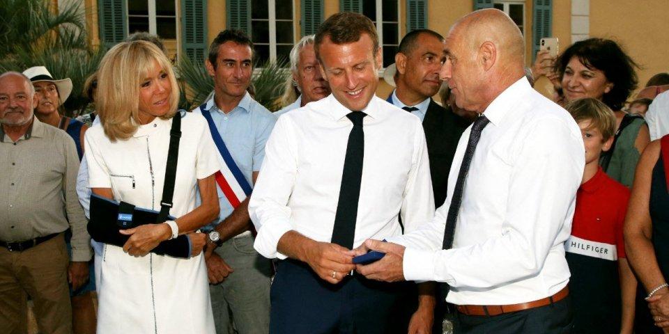 Brigitte Macron s'est luxée l'épaule suite à une chute
