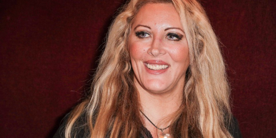 Prise de poids, drogue, tentative de suicide… Loana raconte sa descente aux enfers