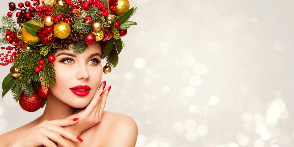 Noël : nos astuces de maquillage pour paraître plus jeune