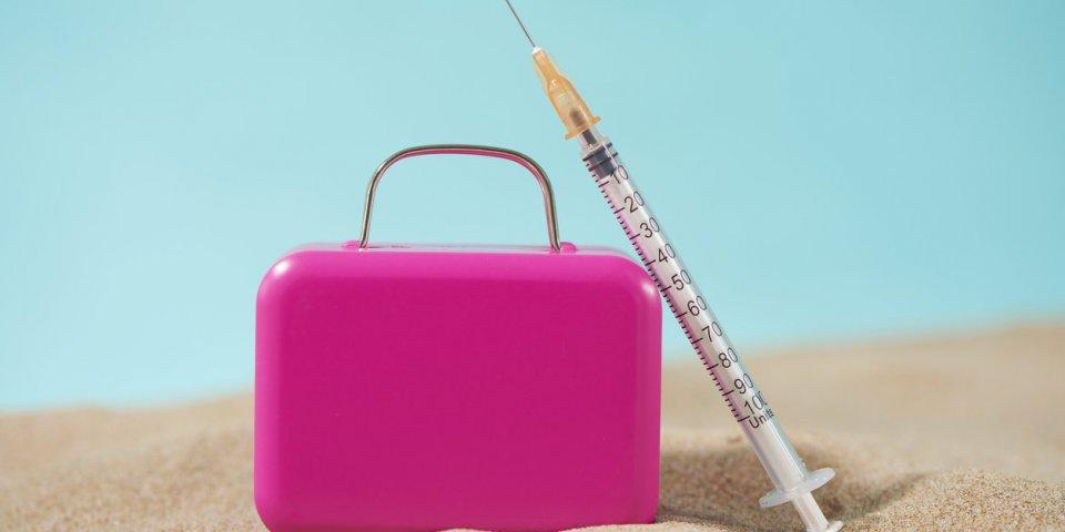 Vaccin Covid : que faire si votre 2e dose tombe pendant vos vacances ?