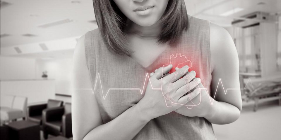 the women has heart disease and go to hospital urgent people with heart problem concept