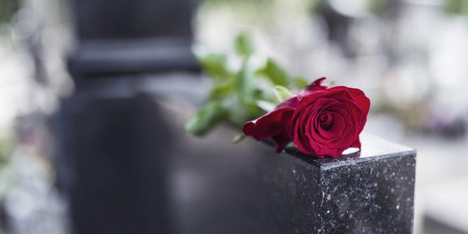 Coronavirus : comment faire son deuil sans pouvoir assister à l'enterrement ?