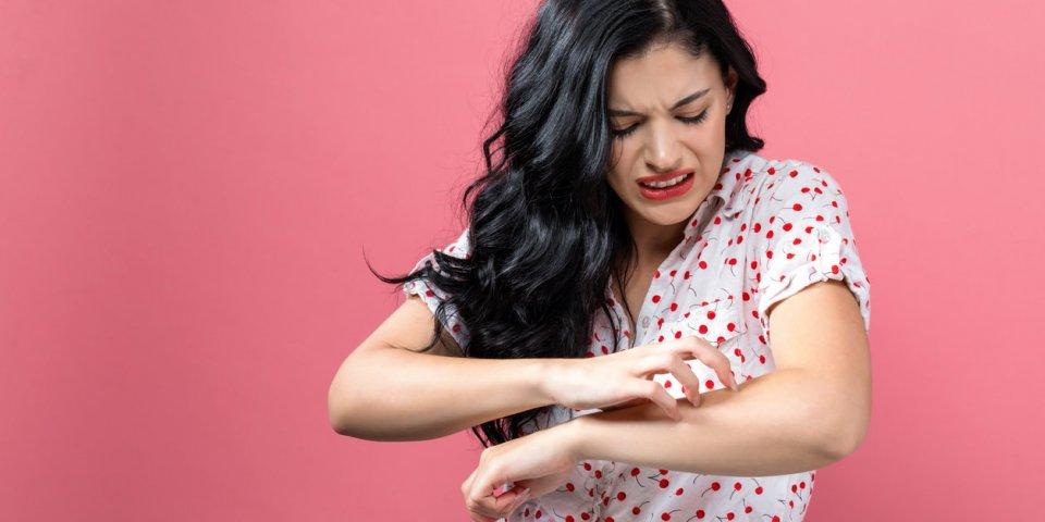 Plaques rouges sur le corps : 9 causes possibles !