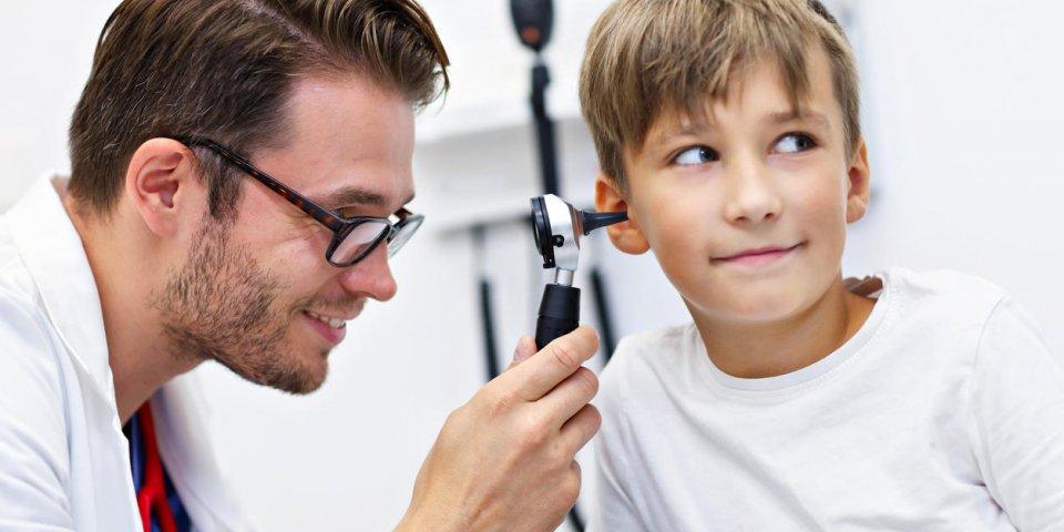Il ressentait une gêne à l'oreille… les médecins ont découvert une tique dans son tympan