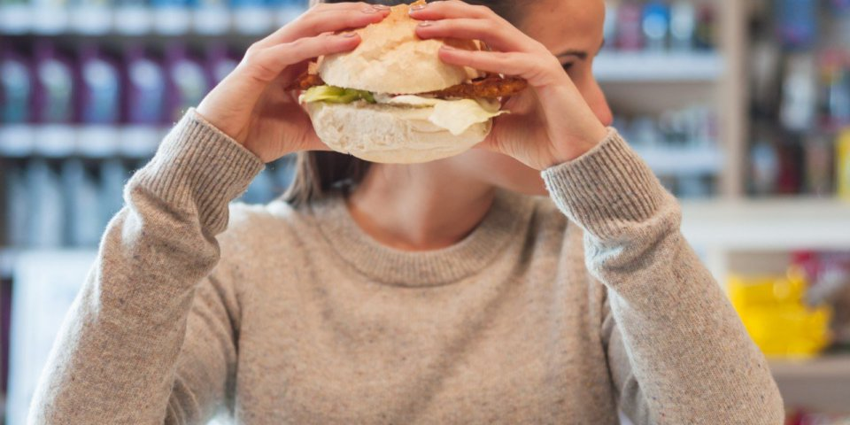 Route des vacances : les plats à éviter à la station-service