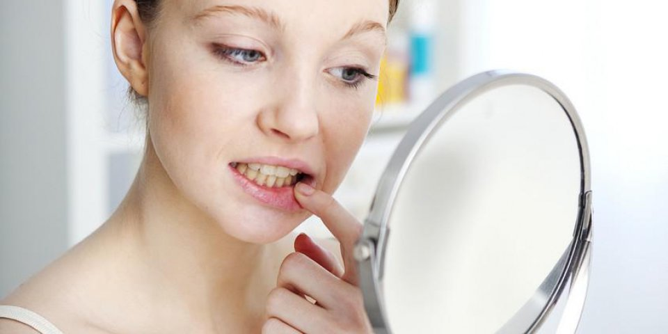 Dents qui se déchaussent : les erreurs à ne plus faire