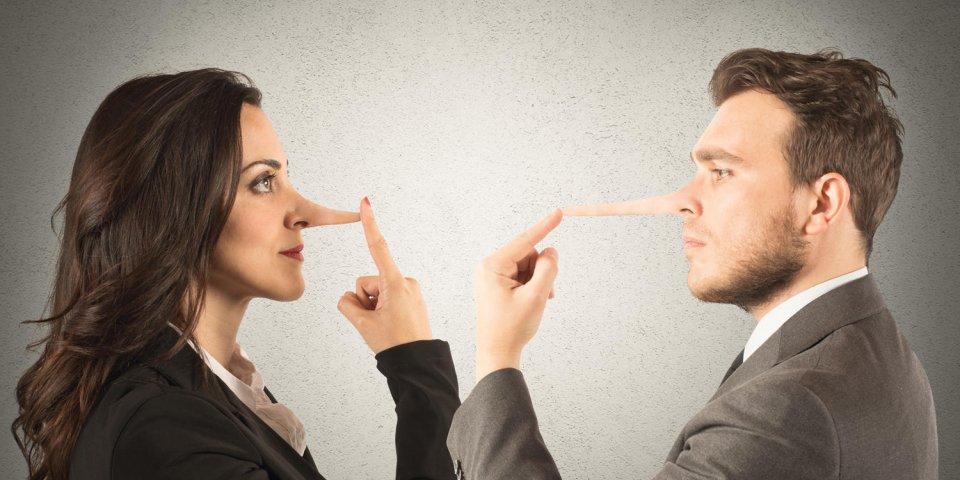 concept de mensonge avec couple avec long nez