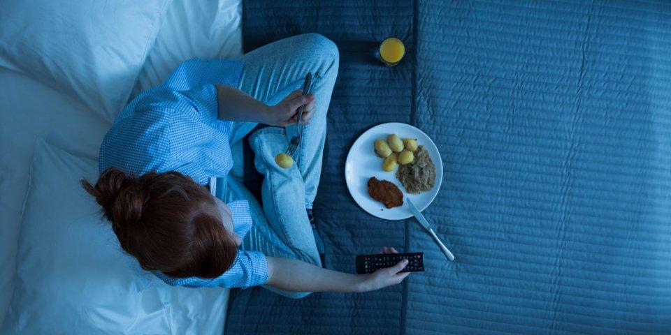 7 dangers si vous grignotez la nuit