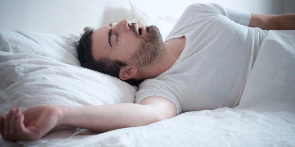 Ronfler peut vous causer des blessures aux voies respiratoires