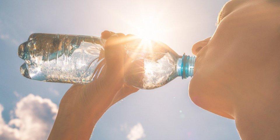 Canicule : combien de litres d'eau faut-il boire par jour ?