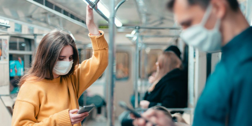 Covid-19 : faut-il vraiment se taire dans les transports en commun ?
