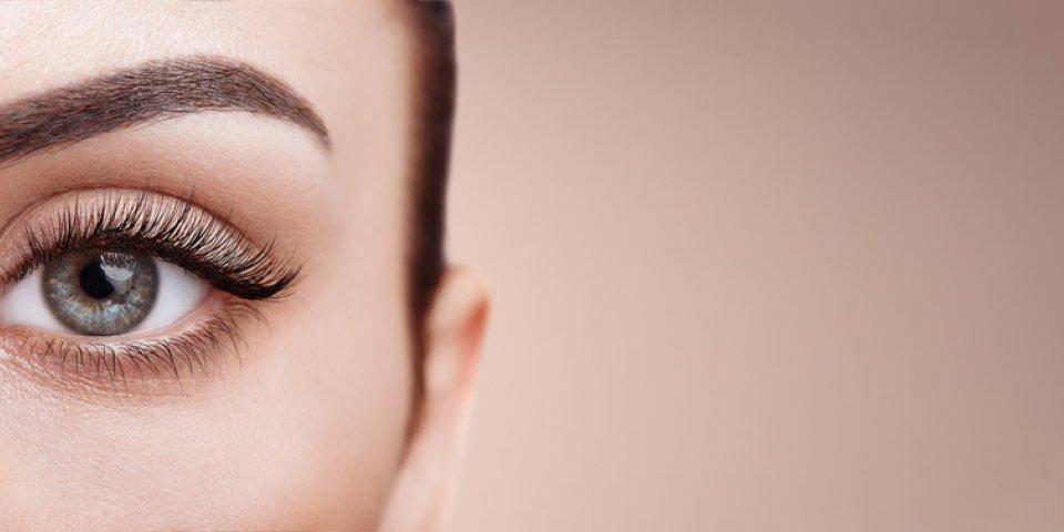 Maquillage : 5 astuces qui rajeunissent instantanément, selon un dermato